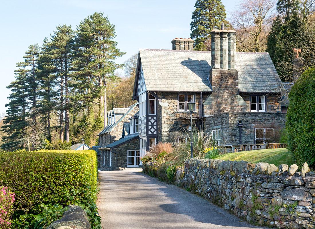 Ravenstone Manor Exterior